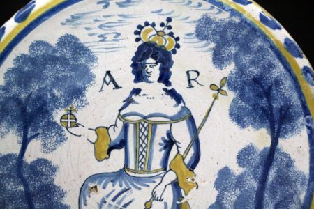 English Delftware blue dash  charger of Queen Anne London early 18th century